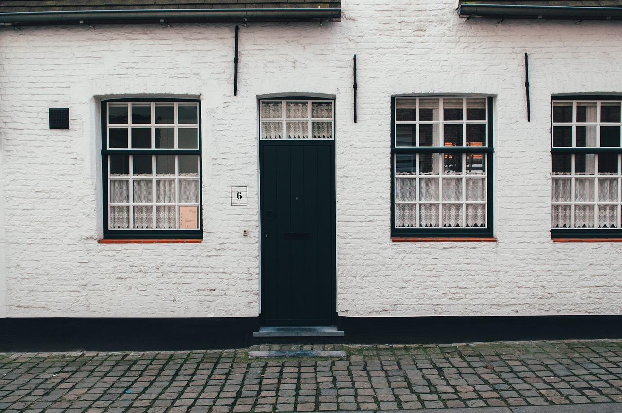 front-door-1246609_1280