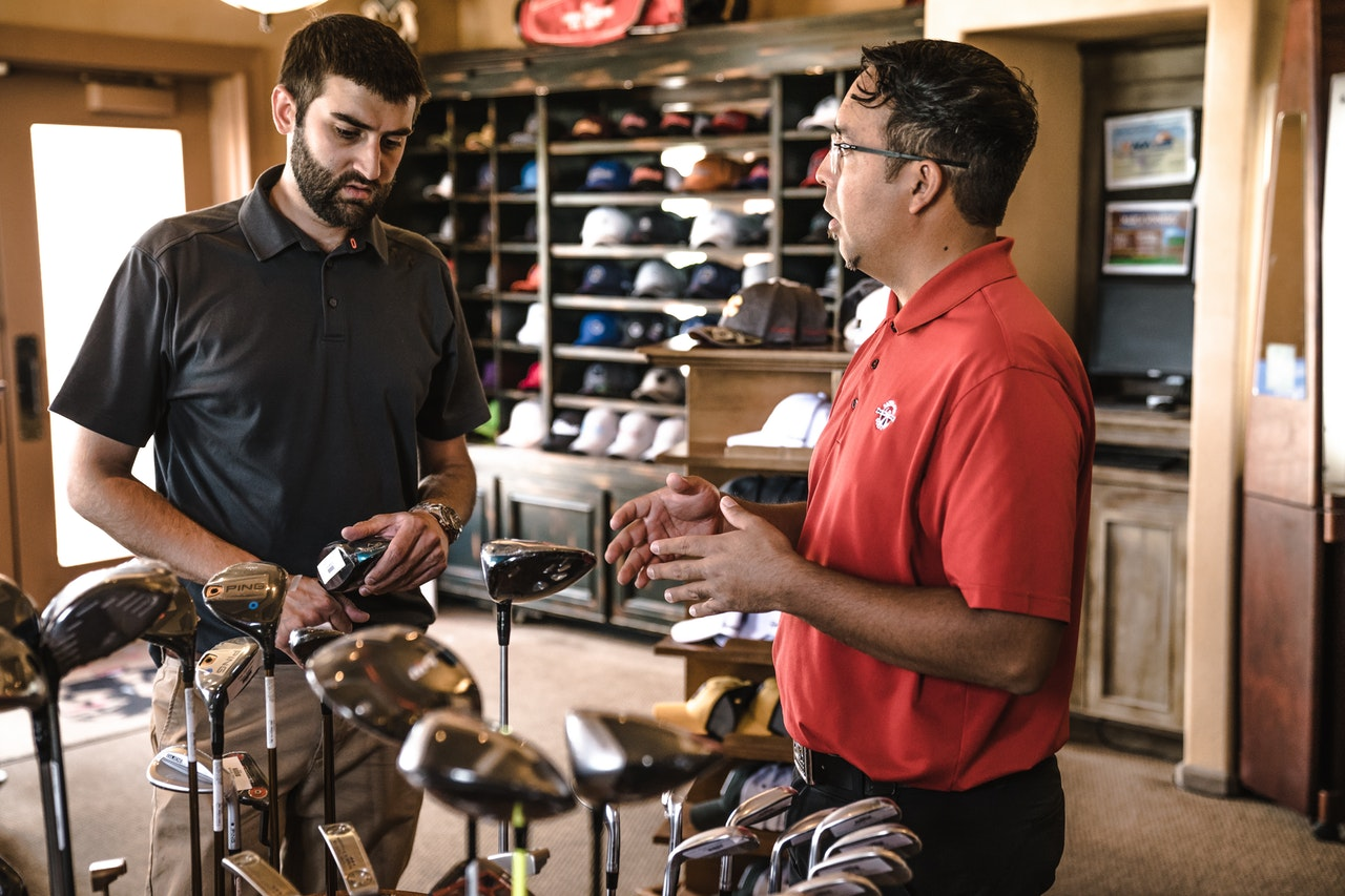 explaining-golf-clubs-indoors-1325735