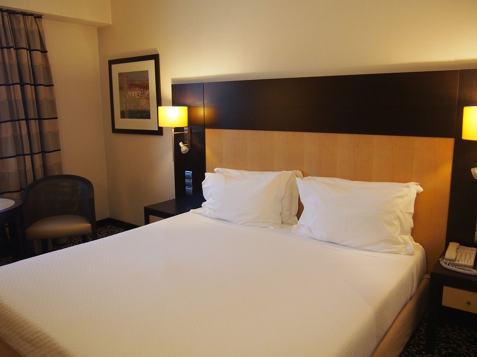 hotel-room-652722_960_720